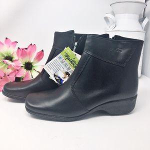 NWT Martino Canada Weatherproof Black Boots Sz 7.5